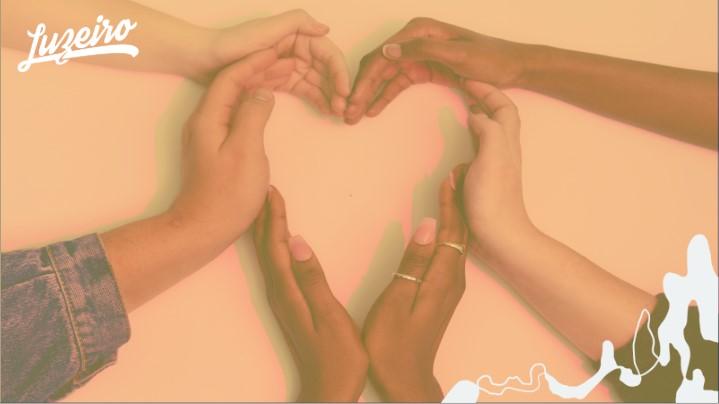 Os Quatro Amores: mão unidas formando um coração